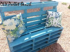 20 Brilliant DIY Pallet Furniture Design Ideas to Inspire You - diy pallet creations Outdoor Pallet Projects, Pallet Crafts, Wood Crafts, Diy And Crafts, Diy Pallet, Pallet Ideas, Pallet Bar, Recycled Crafts, Easy Crafts