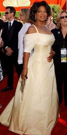 Oprah Winfrey in Bradley Bayou, 2002 Annual Emmy Awards in Los Angeles . maybe my favorite dress of all time. Oprah Winfrey Show, Nice Dresses, Formal Dresses, Reign Dresses, Formal Outfits, Dark Autumn, Hollywood Glamour, The Dress, Mother Of The Bride