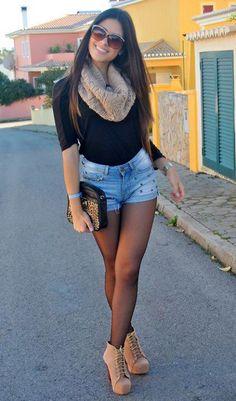 Calções ganga clara + camisa preta + gola creme + botins camel