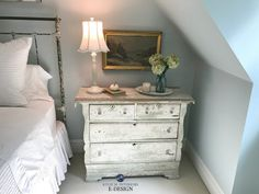 Blue Paint Colours: The 2 Types and Where They Work Best Country Paint Colors, Purple Paint Colors, Best Gray Paint Color, Office Paint Colors, Blue Gray Paint, Farmhouse Paint Colors, Woodlawn Blue Benjamin Moore, Blue Green Paints, Kylie