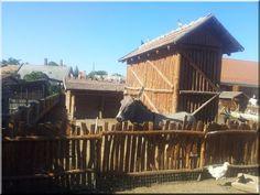 Rusztikus fakerítés Zulu, Garden Borders, Industrial Loft, Fences, Landscape, House Styles, Wood, Willow Fence, Wooden Fence