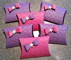 geschenkverpackung in sternform basteln plotterfreebie pillow box geschenkverpackungen. Black Bedroom Furniture Sets. Home Design Ideas