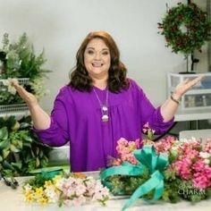 Julie Siomacco - Success Circle Group for the Creative Business Diy Bow, Diy Ribbon, Ribbon Bows, Ribbon Hair, Xmas Wreaths, Deco Mesh Wreaths, Wreath Bows, Ribbon Wreaths, Door Wreaths
