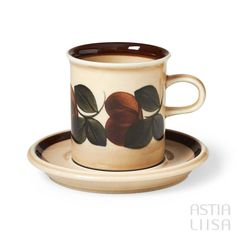 Arabia Ruija Coffee Cup 0,15 l, designed by Raija Uosikkinen. Find out more about Nordic vintage from Finland on our website 🔎 www.astialiisa.com⠀ 🌍 Free shipping on orders over 50 €!  #raijauosikkinen #arabia #arabiafinland #scandinavianvintage  #finnishvintage #nordicvintagehome #finnishhomes #nordichome #nordichomes #nordicdishes #nordicvintage #vintagedishes #retrodishes #uosikkinen #Finnishdesign #retrocups #coffeecup #Scandinaviandesign #ruija