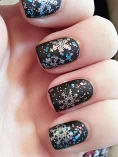 Beautiful multicolor snowflakes nail art design against a matte black nail polish. Play along with pretty colors for your snowflakes when you use matte black as your base color.