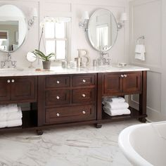 Traditional Bathroom Design, Pictures, Remodel, Decor and Ideas I like how put together this room looks!! And I love love LOVE the wood!