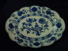 awwwwwwesome!!! 16x12 in platter! so fab for buffet dinner!! loooove all the scalloped edges, most platters have just smooth line!! flo blue color is incredible!!! Johnson Bros/Holland. This is Old!!!!