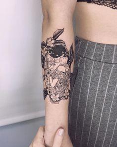 """The adaptation of """"The Kiss"""" Klimt🖤 Art Nouveau Tattoo, Tatuaje Art Nouveau, Nouveau Logo, Kiss Tattoos, Body Art Tattoos, Sleeve Tattoos, Skull Tattoos, Motifs Art Nouveau, Design Art Nouveau"""