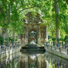 Julie-Delpy-Paris-Guide_04.jpg
