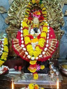 Varalakshmi Vratham 2019 honours the most popular Goddess Maha Lakshmi. Varalakshmi Puja or homam on this day means abundant wealth is sure to come your way. Durga Images, Lakshmi Images, Lord Vishnu, Lord Shiva, Jay Mataji, Durga Maa, Pooja Rooms, Goddess Lakshmi, Indian Gods
