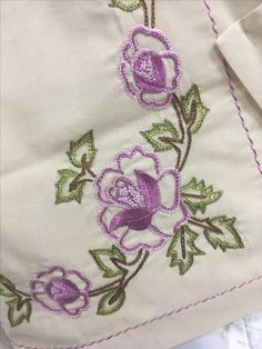 Hand Embroidery Flowers, Embroidery Works, Creative Embroidery, Simple Embroidery, Crewel Embroidery, Ribbon Embroidery, Embroidery Stitches Tutorial, Machine Embroidery Patterns, Hand Embroidery Designs
