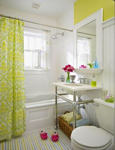 Love how airy & light this bathroom feels!