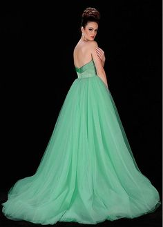 Eye-catching Satin & Tulle Sweetheart Neckline A-line Formal Dresses