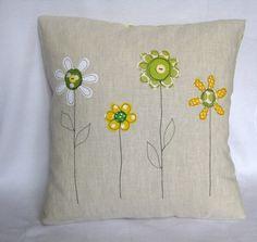 """Amortiguador de cubierta, amarillo y verde flores de primavera: amortiguador decorativo, bordado de movimiento libre, lino, 16 """"/ 40cm."""