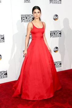 Selena Gomez won Favorite Female Artist of the Year in the pop/rock category.  Here she is in a Prada dress.
