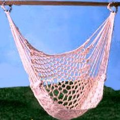 Learn to make this Macrame Hanging Hammock-like Chair! Free pattern!