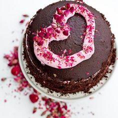 Chocolate, Rose and Raspberry Valentine Cake Perfect Chocolate Cake, Chocolate Raspberry Cake, Valentines Day Desserts, Valentine Cake, Sweets Cake, Cupcake Cakes, Cupcakes, Healthy Dessert Recipes, Cake Recipes