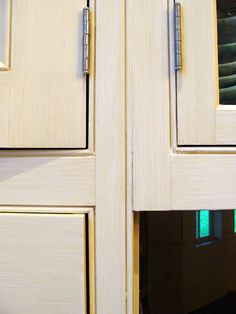 How to Refinish Kitchen Cabinets in 10 Steps