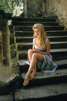 Beautiful Brigitte Bardot photographed by Mark Shaw, 1956. Fuente: Another Vintage Point (FB)