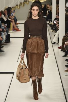 See the complete Tod's Fall 2017 Ready-to-Wear collection.