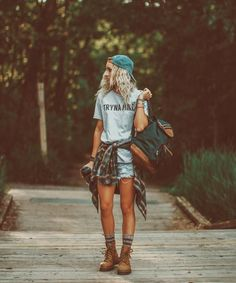 41 Stylish Summer Camping Outfits Ideas In the warm summer months of the year it is important to consider what kind of marketing media will be … Estilo Tomboy, Estilo Hippie, Cute Hiking Outfit, Hiking Boots Outfit, Mountain Hiking Outfit, Girls Hiking Boots, Mountain Outfits, Mountain Fashion, Trekking Outfit