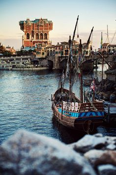 Goodness this is why I love Disney Sea, Tokyo. Mediterranean Harbor: Spanish Galleon with the view of Tower of Terror in the background Disney Resorts, Disney Parks, Walt Disney, Spanish Galleon, Tokyo Disneysea, Places To Travel, Places To Visit, Tower Of Terror, Hong Kong Disneyland
