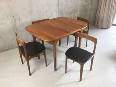 Mid-Century Dining Set, Nathan Furniture, Extendable Table and four Vinyl 6 Retro Dining Table, Vintage Table, Dining Furniture, Cool Furniture, Antique Dining Room Sets, Table And Chairs, Dining Chairs, Mid Century Dining Set, Antiques