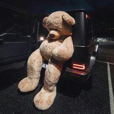 I want someone to buy me a huge teddy bear like this😭🙏🏻 Meri sadgi dekho main kiya chahti ho🙂🥺🧸 Huge Teddy Bears, Large Teddy Bear, Giant Teddy Bear, Costco Bear, Welcome Home Baby, Teddy Bear Pictures, Fashion Terms, E Motion, Cartoon Quotes