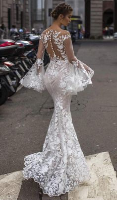 Tarik Ediz Wedding Dresses 2019 - The White Bridal Collection. Lace mermaid wedding dress with log bell sleeves See more gorgeous wedding dresses by clicking on the photo Asian Wedding Dress, Western Wedding Dresses, Lace Mermaid Wedding Dress, Wedding Dress Sizes, Gorgeous Wedding Dress, Best Wedding Dresses, Mermaid Dresses, Bridal Dresses, Wedding Gowns