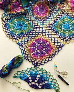 Son 13 motif Havalar çok sıcak bunalıyor insan tabii bu örgü örme hevesimi kırmıyor . . . . . . #örgü #örmek #örgüm #örgüörmekaşktır #örgümüseviyorum #hobi #motif #elemeği #elemegigoznuru #tığişi #crochet #crochetlove #knitting #knit #knittinglove #knittingyarn #instaknit #nakoileörüyorum #nakovals #nako
