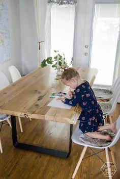 DIY Live Edge Wood Dining Room Table with Steel Legs… uhhhhm love this! So modern but rustic Source by lilyardor DIY Live Edge Wood Dining Room Table with Steel Legs… uhhhhm love this!** Like the idea of the little fabric/hair patches for people Unwin Dinning Room Tables, Diy Dining Table, Dining Room Design, Room Chairs, Reclaimed Wood Dining Table, Dining Room Table Legs, Hairpin Leg Dining Table, Modern Rustic Dining Table, Light Wood Dining Table