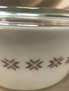 Vintage Pyrex Town and Country #475-B Deep Casserole Dish with Lid 2.5 Qt White