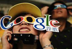 Google přichází na trh s Google Glasses ala dlouho utajovaný project Glass. Terminátore třes se! pro více informací www.googleglasses.cz