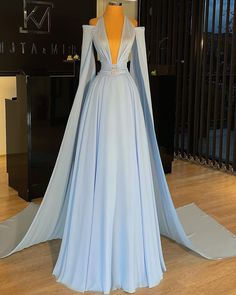 Pretty Prom Dresses, Glam Dresses, Prom Dresses Blue, Stunning Dresses, Event Dresses, Beautiful Gowns, Beautiful Outfits, Nice Dresses, Fashion Dresses
