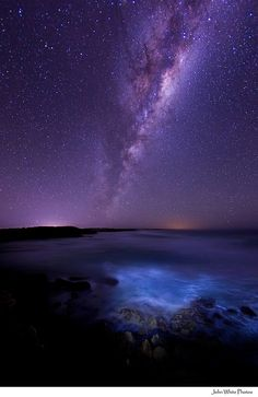 Milky Way over the Southern Ocean, Australia. As you hike during the day it is your responsibility to observe all the wonders of Nature in the daylight. Then i the evening, you look to the stars for relaxation and comfort. All Nature, Science And Nature, Amazing Nature, Beautiful Sky, Beautiful World, Beautiful Places, Beautiful Pictures, Cosmos, To Infinity And Beyond