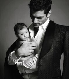 David Gandy, the hottest guy on earth, and looks even sexier with a baby, so adorable ❤️💜💙😍😍😍🌹🌹 David Gandy, Black Dagger Brotherhood, Daddy Aesthetic, Hommes Sexy, Perfect Man, Gorgeous Men, Male Models, Gabriel, Sexy Men