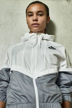 NikeWomen Unveils a Sleek 2016 Spring Collection of Athletic Apparel