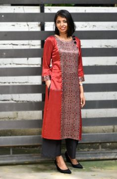 21 Kurti from old saree designs Silk Kurti Designs, Kurta Designs Women, Kurti Designs Party Wear, Salwar Designs, Salwar Pattern, Kurta Patterns, Dress Patterns, Dress Neck Designs, Blouse Designs