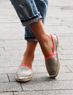 Flat espadrilles with florescent pink accents on these neon-trimmed espadrilles by GAIMO.   The perfect shoe for summer, make these a statement style staple. #summer #style