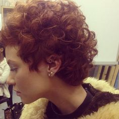 Like curly hair? We certainly like curly short hairstyles too! In this post we'll show you Different Curly Short Hairstyle Pictures that you will love imme. Haircuts For Curly Hair, Curly Hair Cuts, Short Hair Cuts, Curly Hair Styles, My Hairstyle, Pretty Hairstyles, Bob Hairstyles, Pinterest Hairstyles, Short Curls