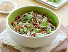 An eclectic but delicious meld of flavors this Japanese soba noodles dish is fantastic. Asian Recipes, Healthy Recipes, Ethnic Recipes, Chinese Recipes, Healthy Salads, Chinese Food, Great Recipes, Dinner Recipes, Favorite Recipes