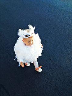 Baby White Swan Halloween Costume - DIY - love the modified white mask Costume Halloween, Bird Costume, Halloween Outfits, Holidays Halloween, Halloween Diy, Halloween Clothes, Bunny Costume, Haunted Halloween, Happy Halloween