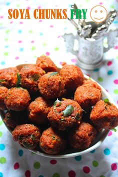Soya Chunks are really a healthy way to include protein in your kids and your families diet. I love it very much, i add it to korma , ma. Indian Snacks, Indian Food Recipes, Gourmet Recipes, Snack Recipes, Cooking Recipes, Veg Recipes, Dinner Recipes, Soya Chunks Recipe, Soya Recipe
