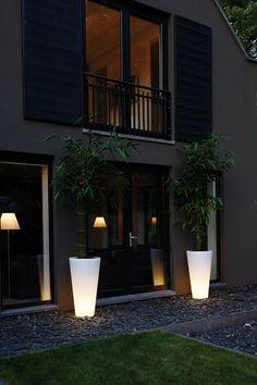Deze bloempotten schijnen een lichtje bij wanneer jij wil! #garden #lighting