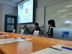 El magistrado José Manuel Maza, mi socio Carlos A. Sáiz Peña y yo en el Instituto de Empresa (IE) hablando de Compliance en el marco del curso que allí impartimos y que ha coordinado magistralmente Carlos.