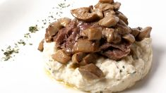 Guanciale di vitello brasato con purè e funghi porcini spadellati con aglio.