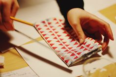Butane fabrique est un atelier d'expérimentation  http://butane-studio.com/