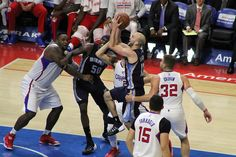 Clippers playing defense against the Memphis Grizzlies.