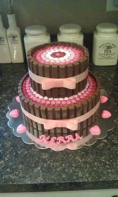 Kit Kat Cake - Would be cute for a baby shower cAke Candy Cakes, Cupcake Cakes, Cute Cakes, Yummy Cakes, Kitkat Torte, Birthday Cake Girls, Birthday Cakes, 31 Birthday, Princess Birthday