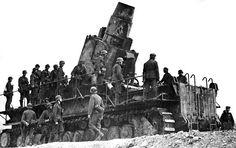 """peashooter85: """"El más grande móviles de pieza de artillería en la historia, el Karl-Gerat, la Segunda Guerra Mundial, Un mortero masiva construida por el ejército alemán durante la Segunda Guerra Mundial, la Karl-Gerat es el automotor más grande pieza de artillería en la historia.  Construido..."""